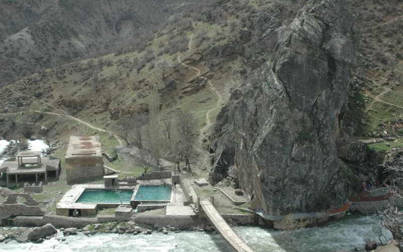 Zümrüt Dağı Kaplıcası Hakkari