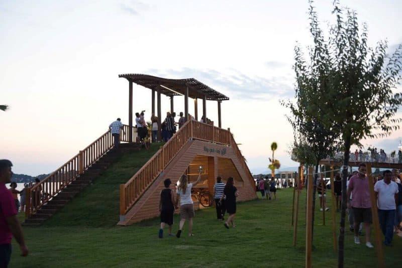 Fethi Bey Parkı kitap Okuma Salonu